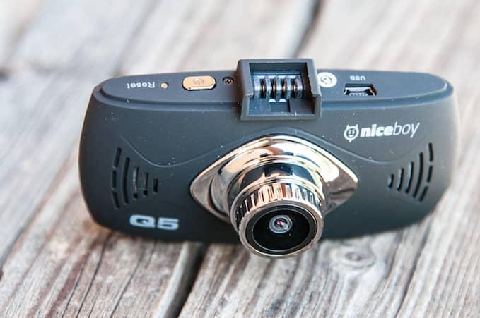 Autokamera Niceboy Q5, předek