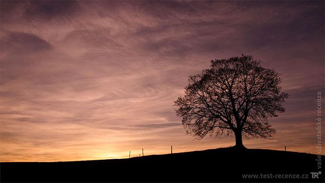 Pozadí plochy podvečerní samota