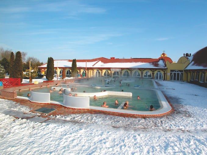 Termální lázně Velký Meder v zimě